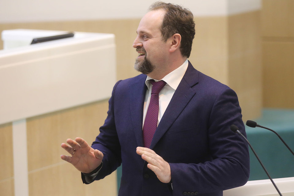 Стартовый платеж за лицензию – 8,6 млрд руб., говорил Донской в августе
