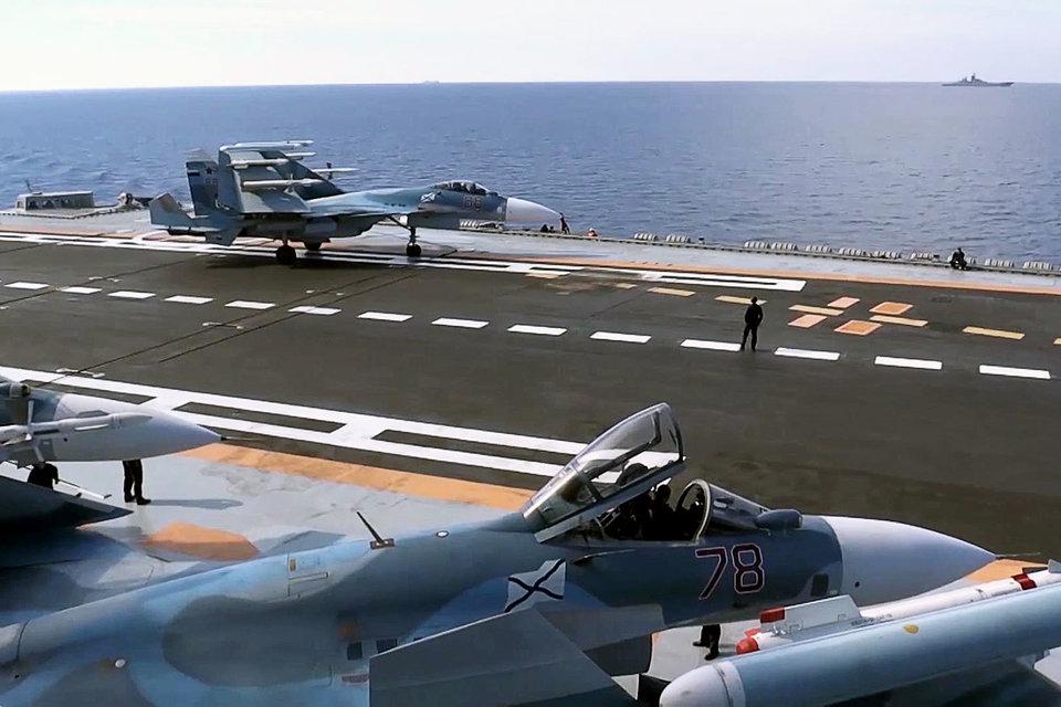 Палубная авиация России впервые приняла участие в боевых действиях в Сирии
