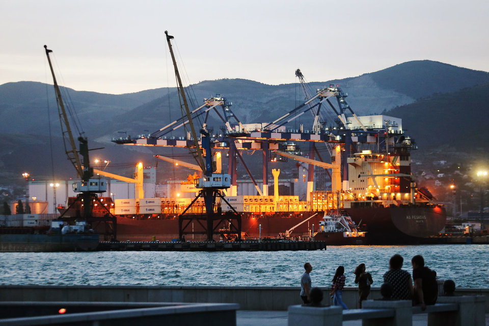 Все три основных акционера НМТП решили продать свои доли в порту