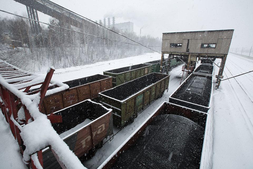 РЖД, как и собиралась, начала работать над тем, чтобы повысить плату за перевозку угля