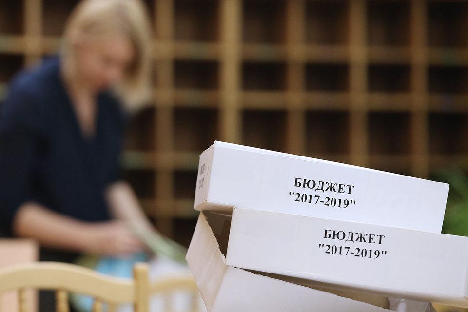 Поддержали бюджет 334 депутата, против проголосовали 100