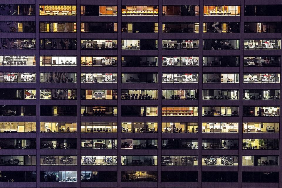 Открытые офисные пространства не любят больше половины россиян. Но работодатели не спешат идти на уступки подчиненным