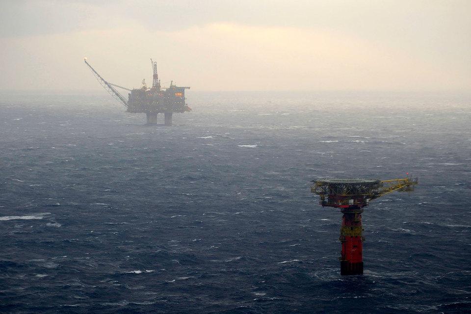 Норвегия пытается удержать нефтяников, решивших продать бизнес в стране: они сами должны будут финансировать закрытие месторождений, если новый собственник не справится