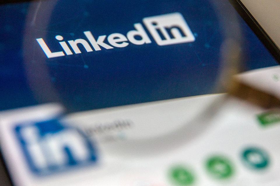 Microsoft готов предоставить соцсетям доступ к программной платформе Outlook, чтобы те не возражали против покупки им сети LinkedIn