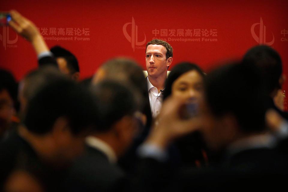 Цукерберг считает правильным, если Facebook поможет наладить общение с Китаем