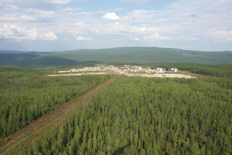 Куюмбинское месторождение, запасы которого не раскрывались, разрабатывает «Славнефть» – СП «Роснефти» и «Газпром нефти», оператор проекта – «Роснефть»