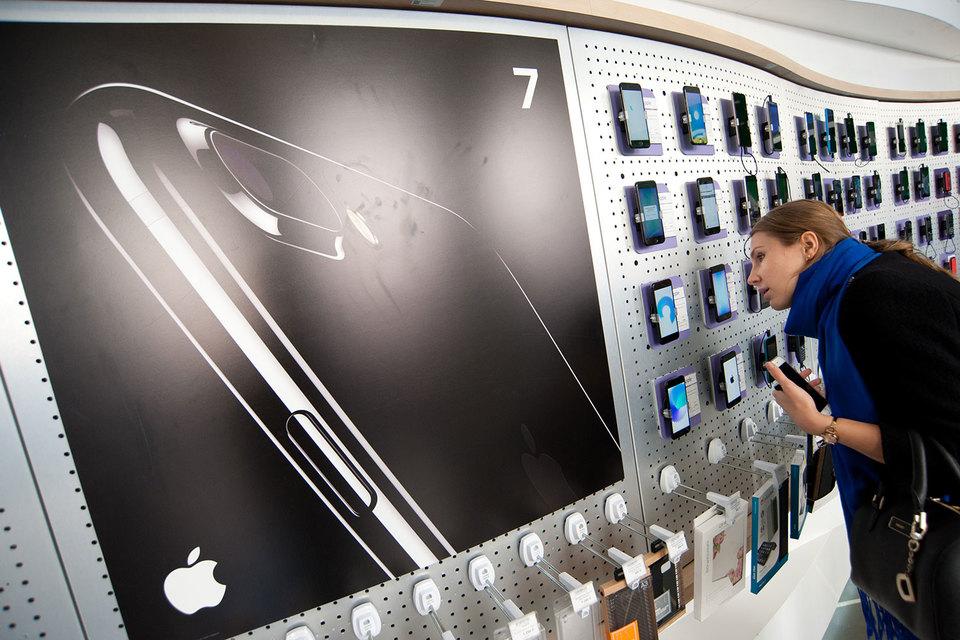 IPhone 7 за первый полный месяц продаж занял более 3,5% российского рынка смартфонов и более трети сегмента премиальных аппаратов