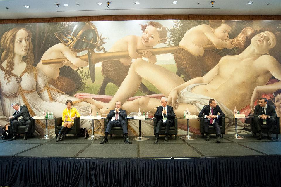 Участники «Финансового форума России», живо обсуждали ситуацию, из которой пока не видно выхода. Венера на полотне Ботичелли, олицетворяющая экономических агентов, никак не может дождаться пробуждения Марса