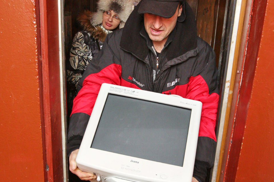 Московская мэрия планирует установить в подъездах жилых домов десятки тысяч информационных панелей