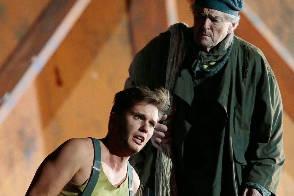 Молодой Билли (Юрий Самойлов) находит поддержку у старого Датчанина (Роберт Ллойд)