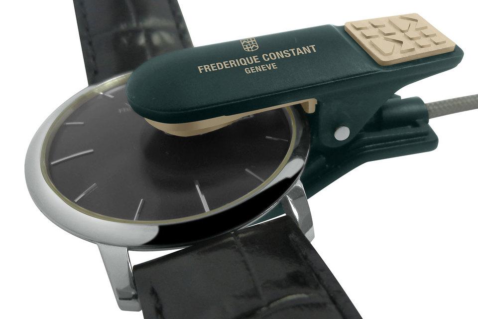 Устройство Frederique Constant Analytics крепится к часам и измеряет точность их хода в течение нескольких секунд