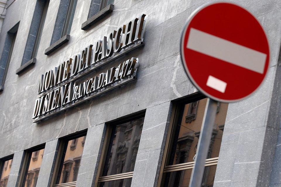 Восемь итальянских банков ждет крах, если правительство Маттео Ренци проиграет референдум 4 декабря.