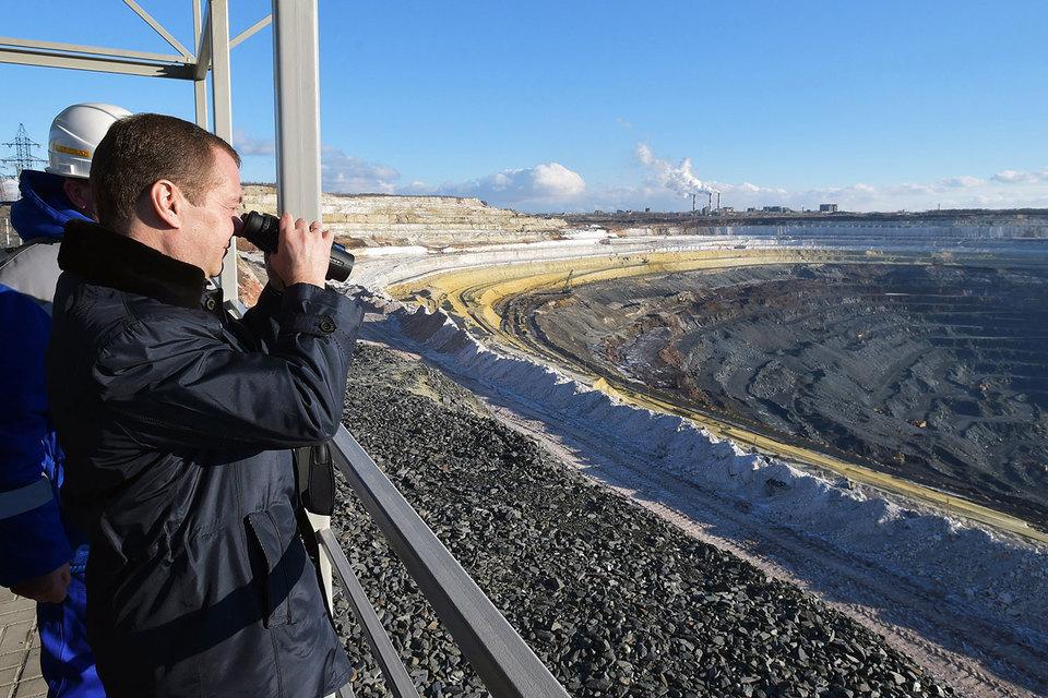 Медведев открыл крупнейшую вевропейских странах фабрику полуфабрикатов для металлургии