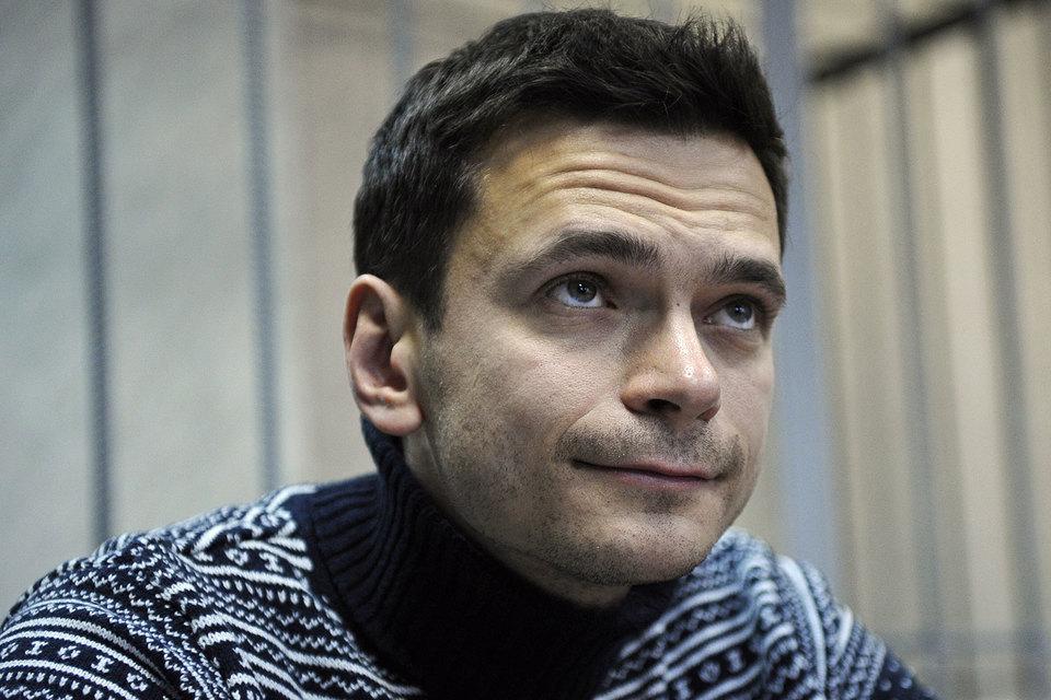 Яшин рассказал на суде об угрозах Немцову