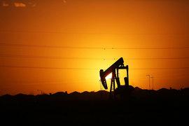ОПЕК сократит добычу впервые за восемь лет - Bloomberg
