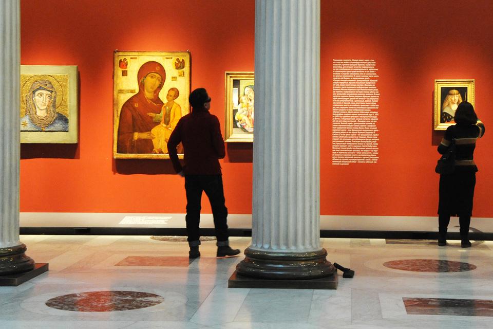 Выставка «Декабрьских вечеров» нетрадиционно соединяет экспонаты