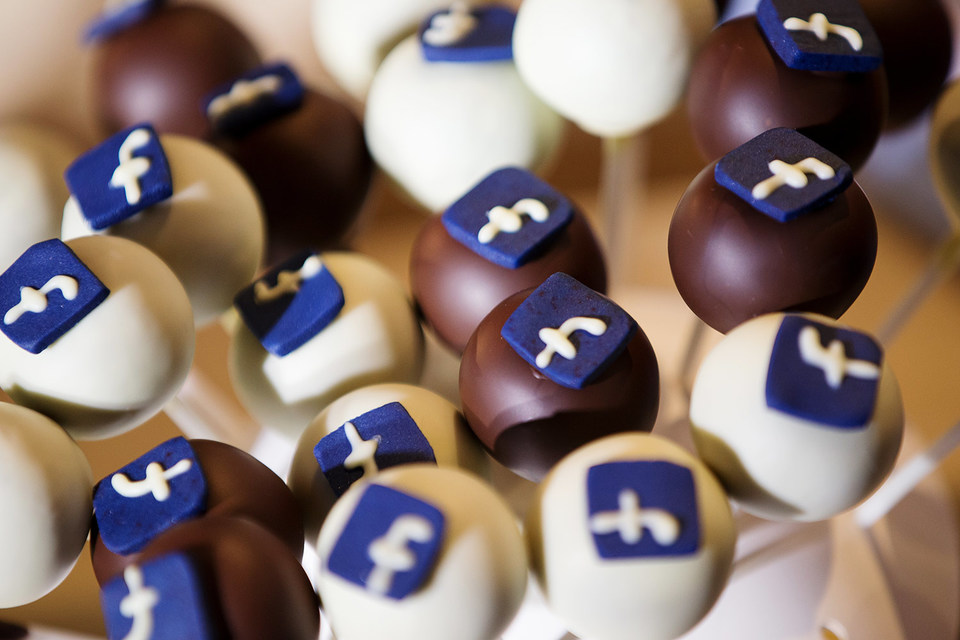 Фальшивые новости оказались у пользователей социальных сетей популярнее настоящих