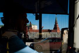 Пользователи приложений «Яндекса» – «Навигатор» и «Яндекс.Карты» – смогут в ближайшее время избежать виртуальных телепортаций из района Кремля во «Внуково»