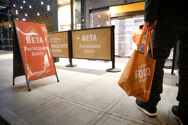 Amazon открыл первый продуктовый супермаркет офлайн