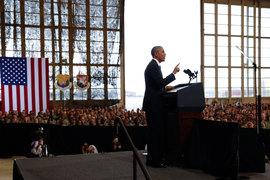По словам Обамы, террористов следует судить в гражданских судах, а тюрьму для подозреваемых алькайдовцев на базе Гуантанамо он назвал пятном на чести государства