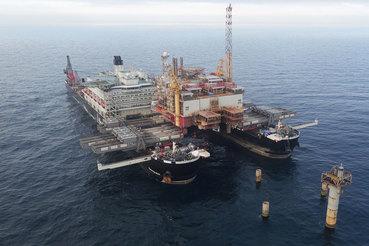 Компания планирует использовать новое, крупнейшее в мире строительное судно Pioneering Spirit, оснащенное шестью установками для сварки и нанесения покрытия