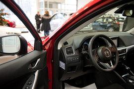 Продажи легковых автомобилей выросли впервые за два года