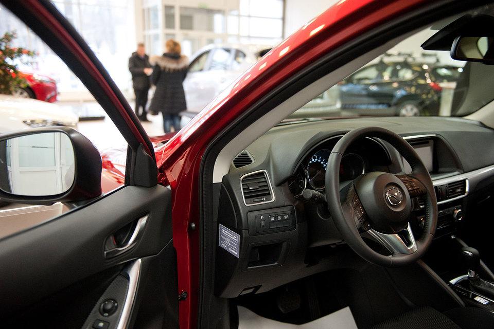 Лада сохранила лидерство продаж на русском автомобильном рынке кконцу осени — АЕБ