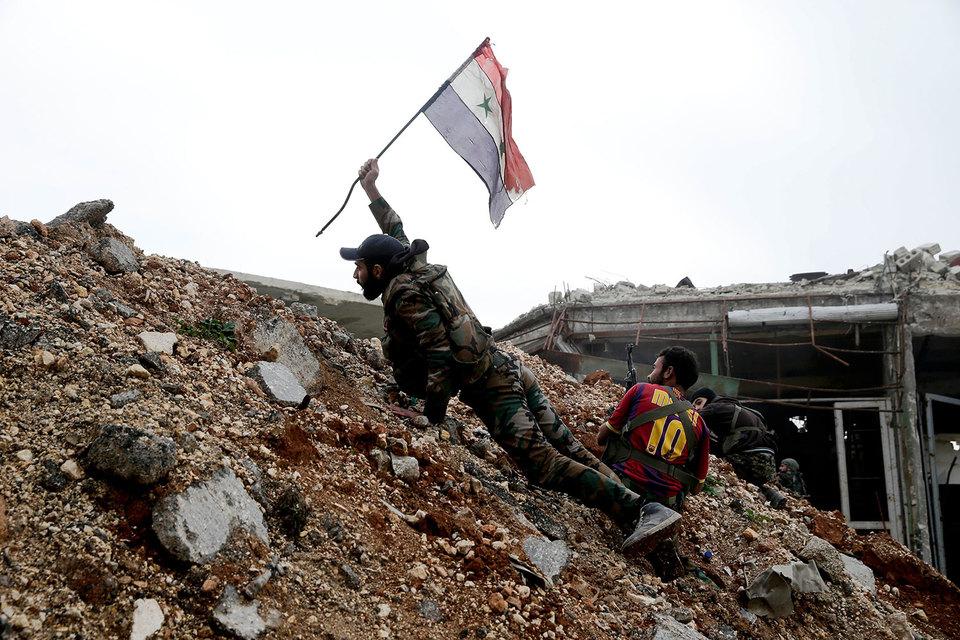 Очередная колонна сбоевиками иихсемьями выехала извосточного Алеппо