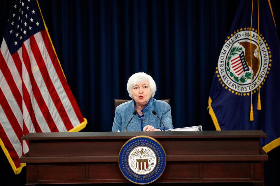 ФРС США впервый раз загод изменила базовую ставку