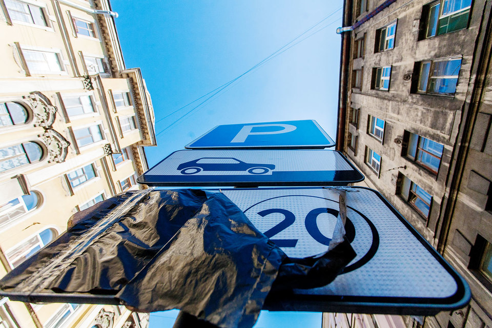 КРТИ будет облагать штрафом граждан Петербурга иЛенобласти, неоплативших парковку