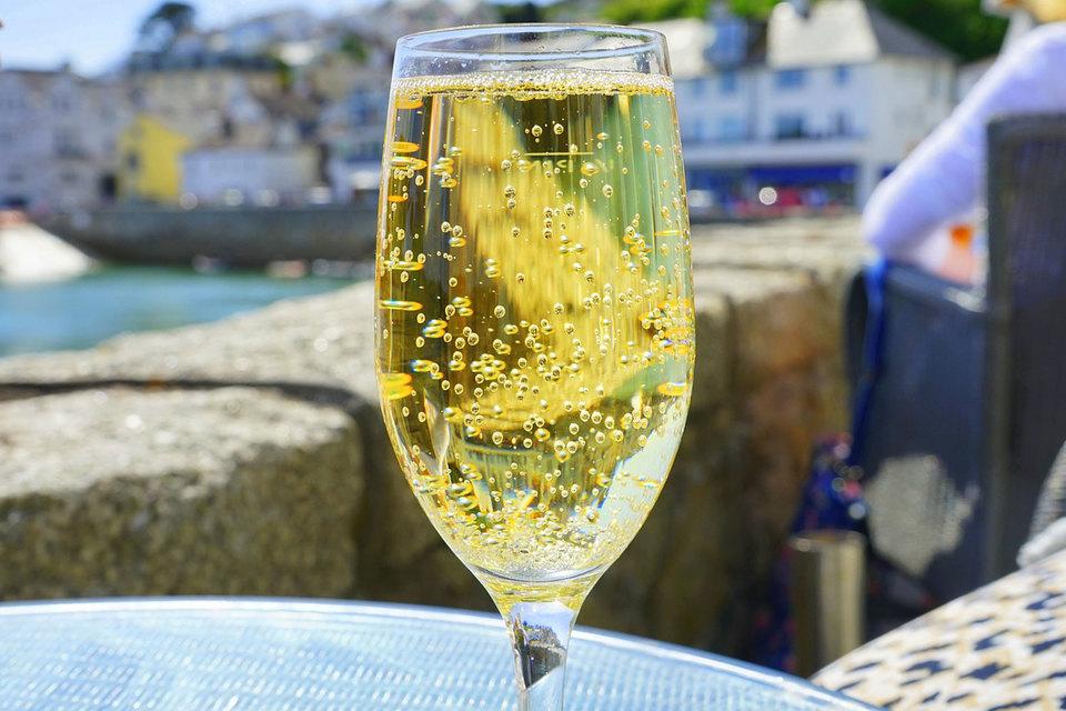 Крупнейший производитель коньяка займется выпуском шампанского
