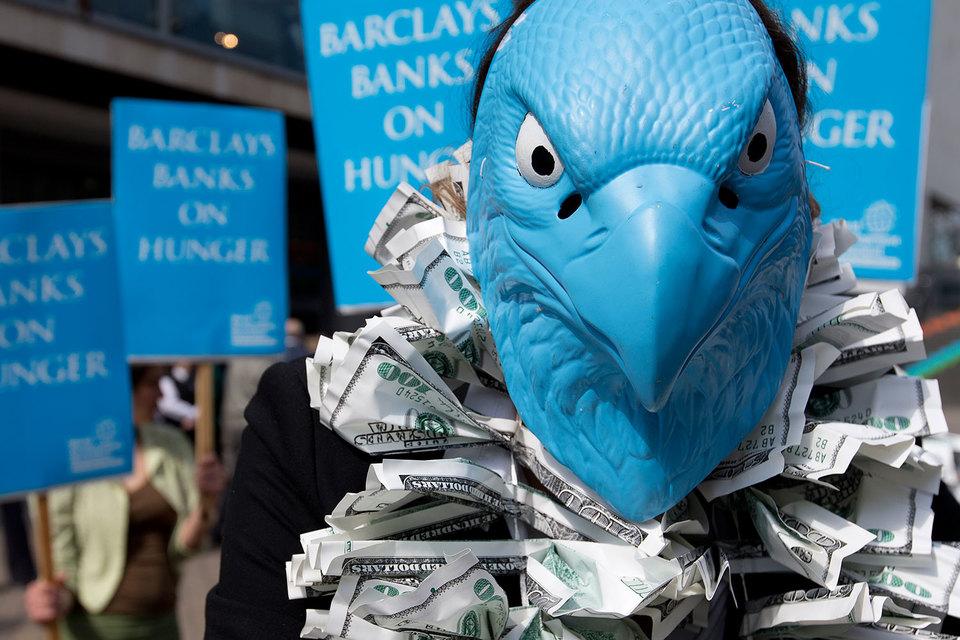 Трейдеры Barclays готовы попрощаться с 7000 клиентов