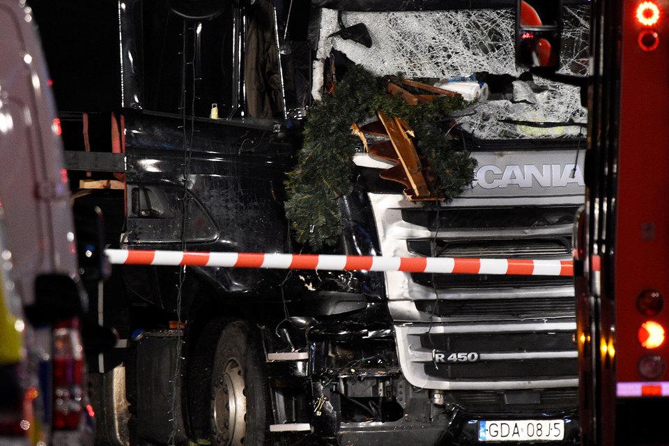 Полиция считает намеренным наезд грузовика на людей в Берлине