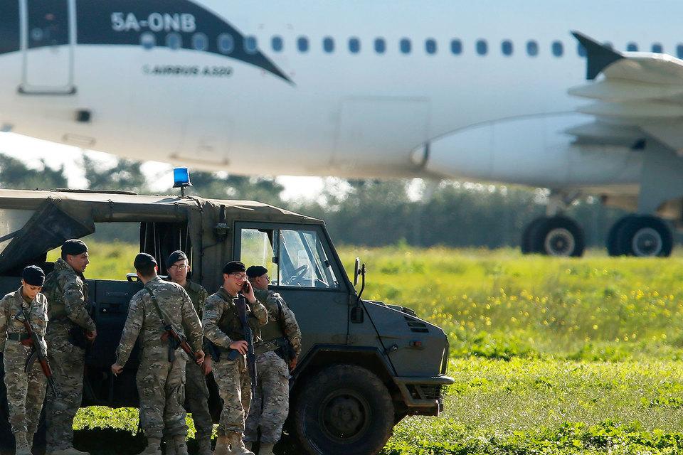 Похитители угрожают подорвать самолет наМальте