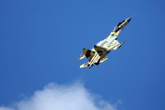 Истребитель Су-35 является самой современной модификацией истребителя Су-27 и был разработан «Сухим» на внебюджетные средства с привлечением кредитов Внешэкономбанка и других банков