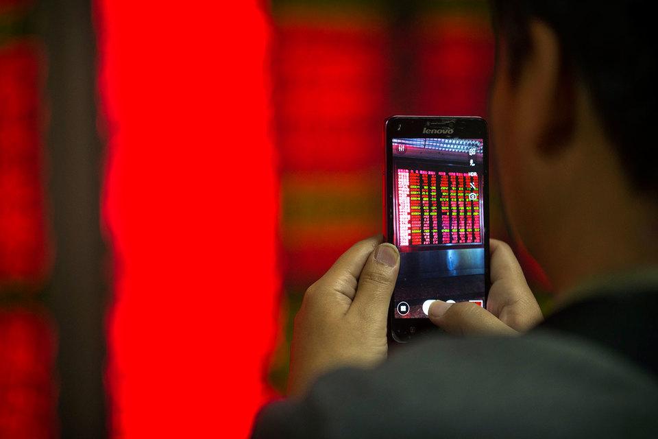 Китай девальвирует юань, чтобы помочь экспортерам, но сильная национальная валюта сейчас не нужна и другим странам