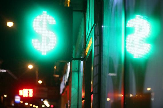 Волна банкротств совпадает или следует за активной девальвацией: всплеск был в 2014 г., особенно в конце года, в I квартале 2015 г., в октябре 2015 г.