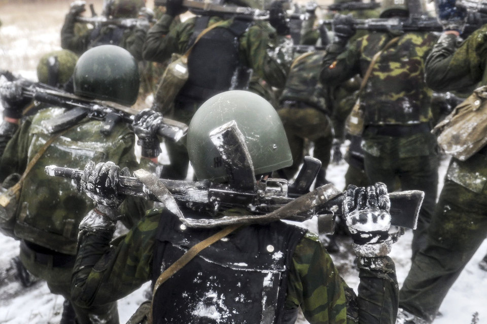 В ответ на усиление войск США в Восточной Европе и конфликт на Украине три новые бригады на западе России планируется увеличить до дивизий