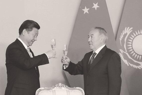 Из $27 млрд накопленных к 2015 г. китайских ПИИ в наиболее крупных экономиках СНГ $23,6 млрд приходится на Казахстан (на фото председатель КНР Си Цзиньпинь и президент Казахстана Нурсултан Назарбаев)