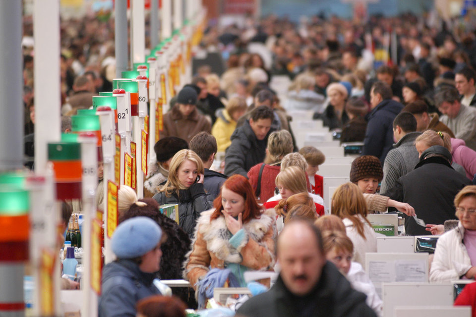 После девальвации рубля в конце 2014 г. россияне активно вкладывали сбережения в товары