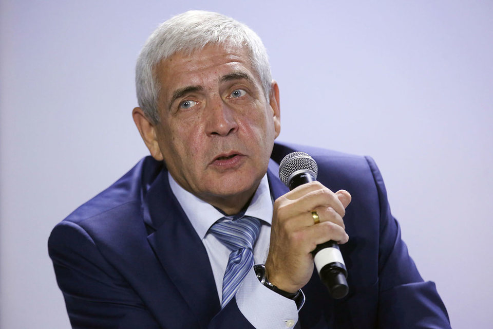 Шаталов освобожден от должности в связи с выходом на пенсию