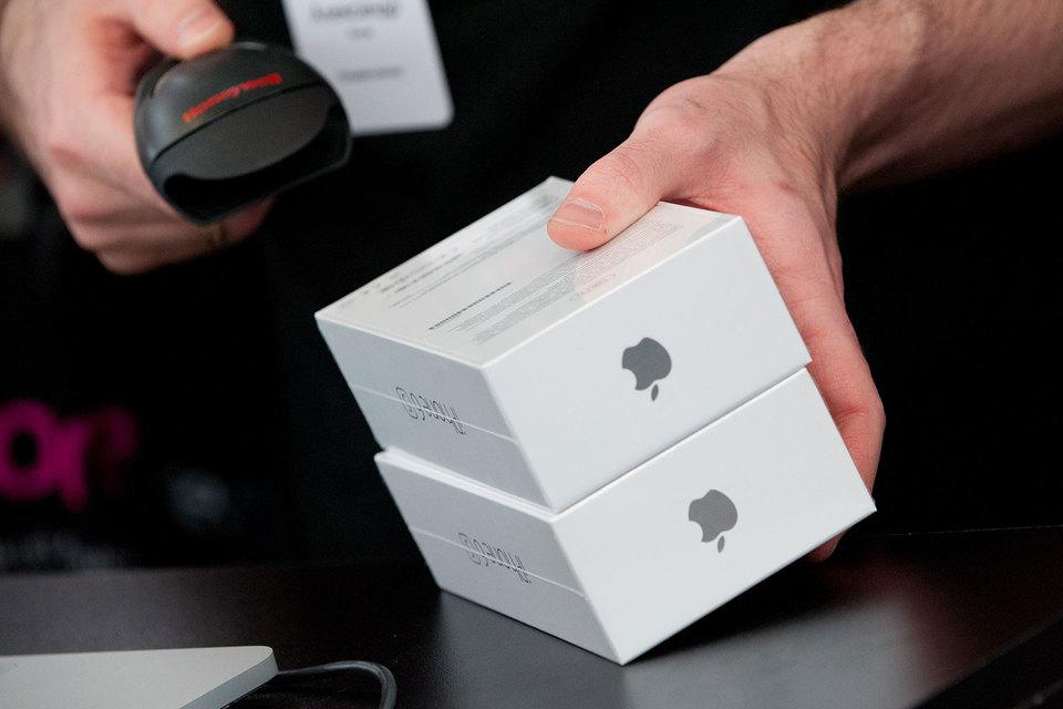 Причина дефицита iPhone - высокий спрос в декабре и начале января и опасения курсовых разниц