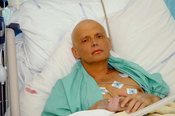 По версии британской полиции, Литвиненко отравили полонием-210 в чашке чая и он умер через три недели после отравления