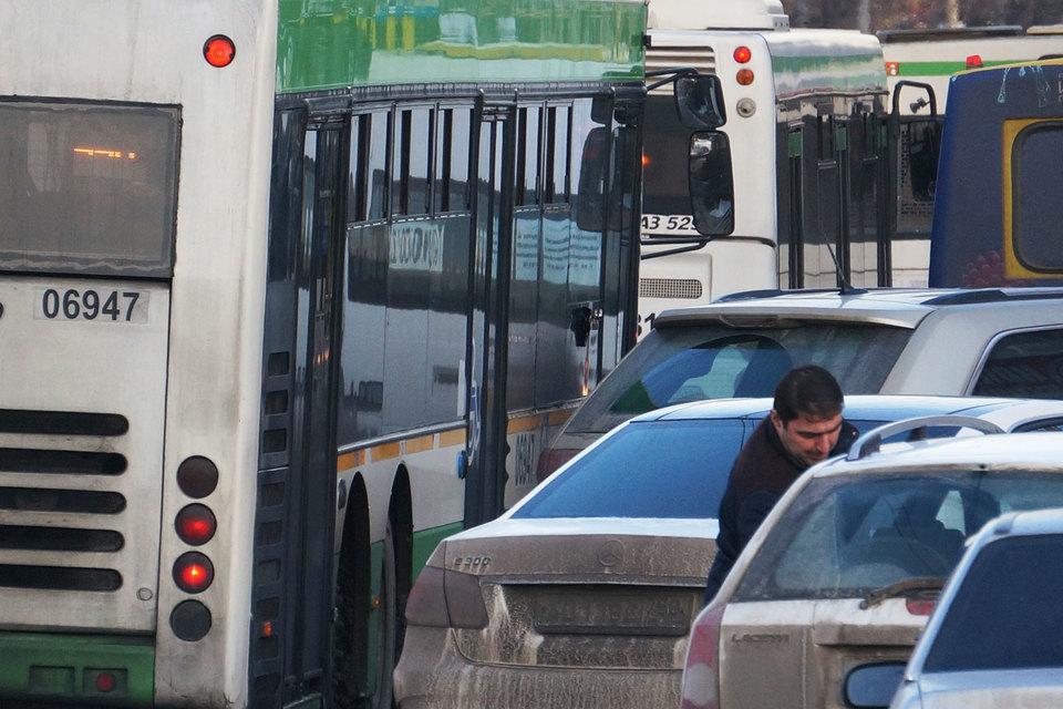 Больше всего премий страховщики собирают с владельцев автобусов, трамваев и троллейбусов