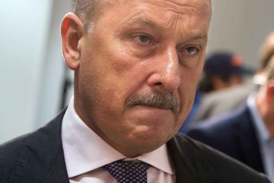 Слухи о возможной отставке Дмитриева активизировались в конце ноября 2015 г., когда встал вопрос о спасении ВЭБа