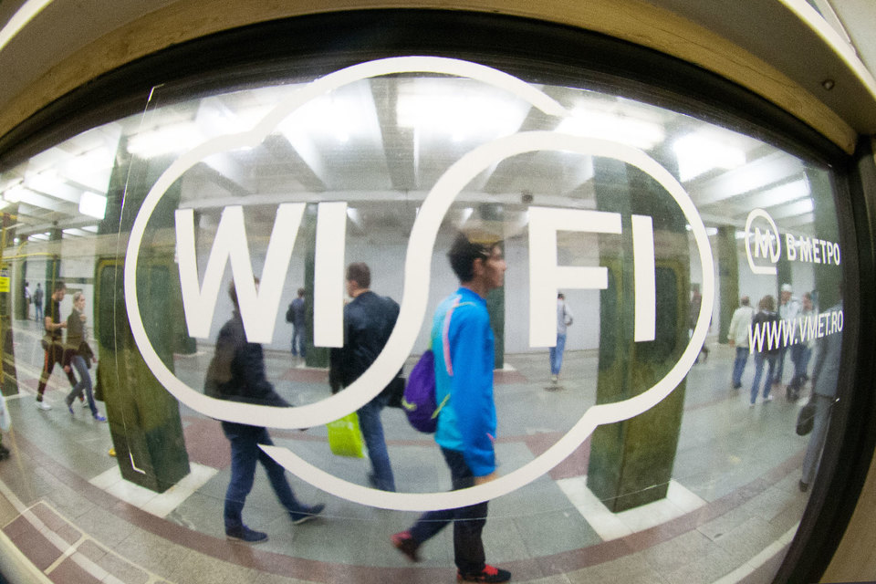 WiFi в Московском метрополитене появился в декабре 2014 г. Получить бесплатный доступ к ней пользователи могут, просматривая короткие видеоролики партнеров сети