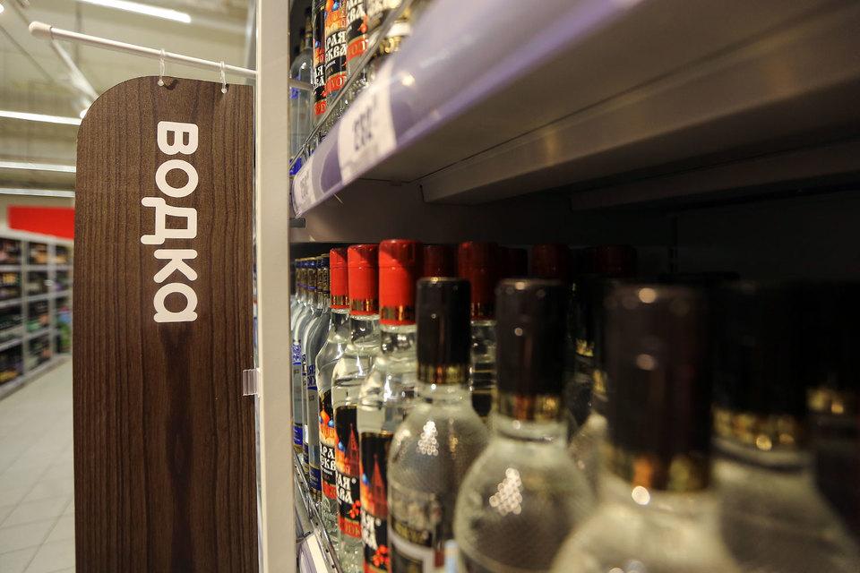Министру финансов поручили поднять цену наводку до219 руб. за 0,5 литра