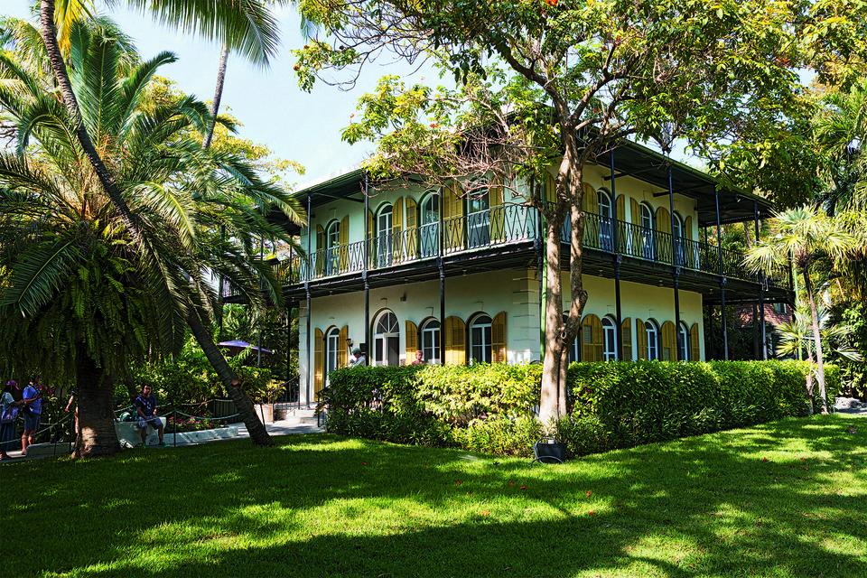 Дом в американском городе Ки-Уэст, который супруги Хемингуэй приобрели в 1930 году, сегодня является частным музеем писателя