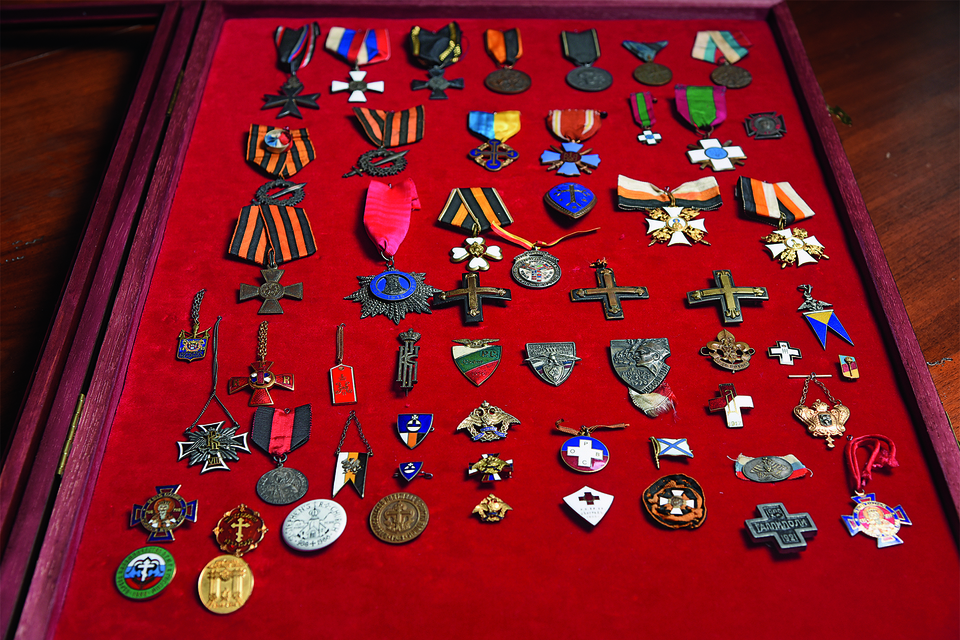 Коллекция знаков времен Гражданской войны и русской эмиграции, собранная Егором Альтманом, – одна из крупнейших