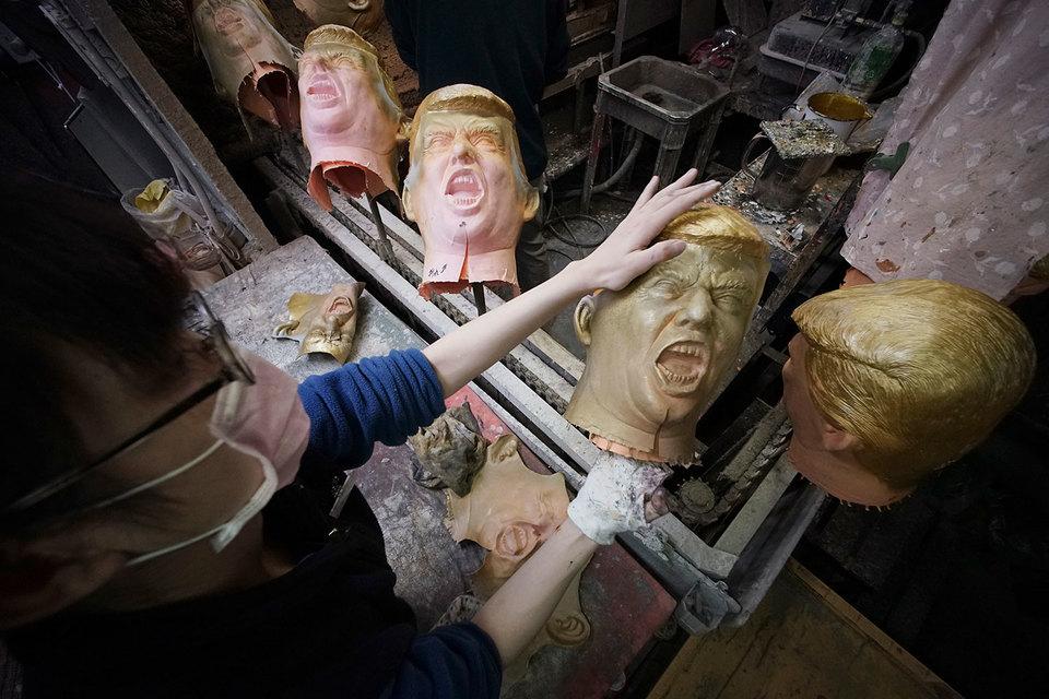 Из-за роста спроса японской фабрике Ogawa Studio после победы Трампа на выборах пришлось увеличить выпуск резиновых масок с его изображением с 45 до 350 в день
